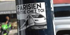 Cet autocollant qui fleurit sur les poteaux bordelais accuse les Parisiens d'arriver en masse grâce à la nouvelle ligne à grande vitesse et d'entrainer une flambée des prix de l'immobilier