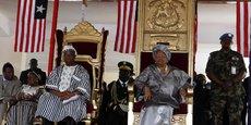 La présidente du Liberia, Ellen Johnson-Sirleaf, lors de la cérémonie de sa seconde investiture, le 16 janvier 2012. A ses côtés, le vice-président Joseph N. Boakai, aujourd'hui candidat à la présidentielle.