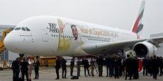 Emirates a pris livraison ce vendredi de son centième A380, vendredi 3 novembre, lors d'une cérémonie à l'aéroport de Hamburg-Finkenwerder, au siège allemand du constructeur aéronautique européen.
