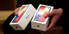 Les livraisons du très attendu modèle de luxe, iPhone X, ont débuté le 3 novembre avec une entrée de gamme à 999 dollars (834 euros).
