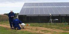Un drone d'Air Marine juste avant le décollage d'inspection de panneaux photovoltaïques.