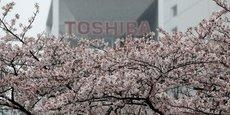 TOSHIBA ACCEPTERA DE LEVER 5 MILLIARDS DE DOLLARS POUR RESTER COTÉ