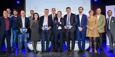 Les lauréats de l'édition 2017 avec les parrains des prix et plusieurs intervenants