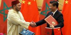 Poignée de main entre Mohammed VI, le roi du Maroc et le président chinois Xi Jinping, lors de la visite d'Etat du souverain marocain à Pékin, en mai 2016.