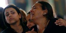 Ce vendredi, au moins 235 musulmans sont morts dans une mosquée du Sinaï. En Egypte, le terrorisme n'épargne personne, ni aucune religion. Ici, les familles des victimes de l'attentat du dimanche des Rameaux lors de leurs funérailles à Alexandrie, le 10 avril 2017.