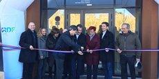 E. Sauvage, le DG du groupe, coupe le ruban pour l'inauguration du nouveau siège de GRDF Montpellier, en présence de ses équipes et de nombreux officiels.