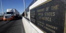 A la frontière entre les États-Unis et le Mexique.