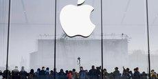 Enervés par le fait qu'Apple a avoué ralentir volontairement, depuis un an, les performances de ses iPhones 6 et 7 à la batterie vieillissante, les clients américains réagissent. Deux class actions, ou actions de groupe en justice, ont été lancées.