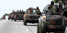 Un convoi d'unités des Forces républicaines de Côte d'Ivoire (pro-Ouattara à l'époque), le 20 avril 2011 à Abidjan.