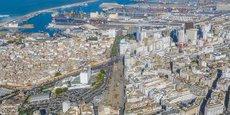 Ville à densité moyenne dans les années 1960, Casablanca, la métropole économique du Maroc, a depuis été marquée par une urbanisation «clandestine», accélérée et galopante.
