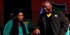 Nkosazana Dlamini-Zuma (à gauche) et Cyril Ramaphosa lors de la 5ème conférence nationale sur les politiques publiques à Soweto, en Afrique du Sud, le 30 juin 2017.