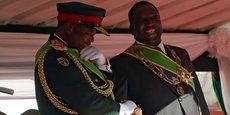 Le général Constantino Chiwenga et le président zimbabwéen Emmerson Mnangwa.