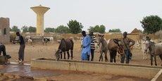 A Méréto (centre-est du Sénégal), l'agence japonaise de coopération internationale (JICA) a financé la construction d'un château d'eau pour faciliter l'accès à l'eau aux populations du village.
