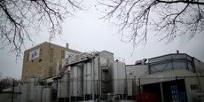 C'est dans l'usine de Craons, en Mayenne, que des traces de salmonelle ont été retrouvées. Elle compte 327 salariés, dont 250 qui ont été placés en chômage partiel, sans baisse de salaire, le mois dernier. Le groupe Lactalis a signé un accord avec les salariés du site pour les employer dans d'autres usines du secteur.