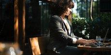 D'après le sondage, les jeunes salariés ont conscience de leur écart de points de vue avec leurs collègues: seuls47% des moins de 35 ans considèrent que leur vision de la vie professionnelle est proche de celle de leurs collaborateurs.