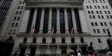 Le Nasdaq a baissé de 1,96%, reculant de 3,53% sur une semaine. Le S&P 500 a lâché 2,12%, en baisse de 3,85% sur la semaine.