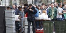En France, selon le seuil de pauvreté adopté, un individu est considéré comme pauvre quand ses revenus mensuels sont inférieurs à 846 euros (seuil à 50 % du revenu médian) ou 1.015 euros (seuil à 60 %).