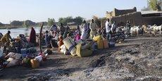 Des villageois de Ngouboua se préparant à quitter leur localité, après une attaque du groupe terroriste Boko Haram, le 13 février 2016 sur la rive nord-est du lac Tchad.