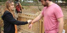 Le parc de loisirs Pokeyland, en Moselle, a adopté le système du bracelet de paiement électronique à créditer au préalable, de plus en plus utilisé dans les festivals.