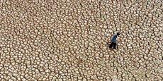 En raison de la croissance démographique et économique, en Inde l'eau disponible diminue. Entre 2001 et 2011, elle est passée de 1.820 à 1.545 mètres cubes par habitant par an - à comparer avec les quelque 1.875 mètres cubes consommés au total par Français.