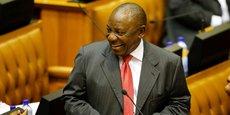 Cyril Ramaphosa tout sourire après avoir reçu l'aval des parlementaires pour accéder à la magistrature suprême en Afrique du Sud.