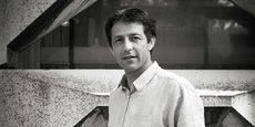 Olivier Bouba-Olga est professeur des universités en aménagement de l'espace et urbanisme à la Faculté d'économie de l'Université de Poitiers. Il travaille notamment sur les dynamiques économiques territoriales et la géographie de l'innovation.