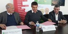 J.-M. Talavera (In'tech) signe un partenariat avec F. Lacas et A. Biola, président et vice-président de l'Agglo biterroise
