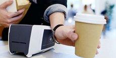 Bracelet, bague, montre ou encore porte-clés connectés sont les accessoires proposés par ABN Amro  à ses clients pour tester le paiement sans contact et sans carte.
