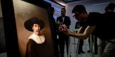 Sur le projet « The Next Rembrandt », une équipe d'historiens de l'art, de développeurs et de scientifiques ont travaillé pendant plus de 18 mois pour réaliser un tableau inédit à la façon de Rembrandt en s'appuyant sur une IA et sur l'impression 3D.