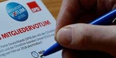 Les adhérents du Parti social-démocrate ont voté à 66% en faveur de l'accord de coalition avec la CDU, ouvrant la voie à un quatrième mandat d'Angela Merkel comme chancelière.