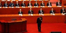 Li Keqiang, le Premier ministre de Xi Jinping, s'inclinant avant de prononcer son discours à l'ouverture de la session annuelle du Parlement, ce lundi 5 mars 2018.