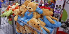 Selon David Cheetham, analyste chez XTB, Toys R Us, comme beaucoup de magasins spécialisés, n'a pas su s'adapter à l'évolution des comportements des consommateurs qui sont de plus en plus nombreux à privilégier Internet pour leurs achats.