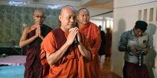 Le compte Facebook du moine bouddhiste extrémiste Wirathu, vu comme l'un des artisans de la montée de l'islamophobie en Birmanie et aujourd'hui accusé d'épuration ethnique de la minorité musulmane rohingya, a été supprimé en février. Il y publiait régulièrement des messages hostiles aux Rohingyas.