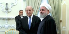 Jean-Yves Le Drian, en compagnie du président iranien Hassan Rouhani, lors de sa visite à Téhéran, le 5 mars.