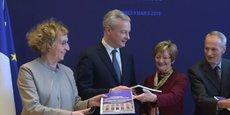 Nicole Notat (au centre) et Jean-Dominique Sénard (à sa gauche) remettent leur rapport aux ministres concernés.