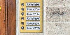Alors que le numéro d'enregistrement est obligatoire depuis décembre 2017, Airbnb et Wimdu n'ont pas retiré les annonces qui n'ont pas de numéros d'enregistrement, a dénoncé M. Brossat, adjoint au Logement à la mairie de Paris, selon qui, chez Airbnb, qui propose quelque 50.000 annonces sur Paris, une écrasante majorité de 84% des annonces sont dans ce cas.