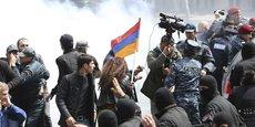 LA POLICE ARMÉNIENNE INTERPELLE PRÈS DE 200 MANIFESTANTS