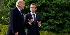 Le président Donald Trump et son invité le président Emmanuel Macron, au sortir du Bureau Ovale , discourant dans les jardins de la Maison-Blanche, à Washington, le lundi 23 avril.