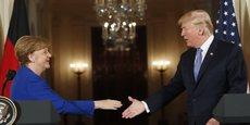 Les poignées de main entre Mme Merkel et M. Trump contrastent avec les tapes dans le dos et autres marques d'amitié qui ont marqué la rencontre entre Emmanuel Macron et le président américain quelques jours auparavant.