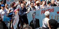 La France insoumise n'est pas l'organisatrice de cette manifestation pot-au-feu -où chacun apporte ses revendications, banderoles et espoirs- même si l'initiative en revient à l'un de ses députés, François Ruffin.