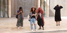 Rien qu'en 2017, le Maroc a attiré plus de 108.000 touristes Chinois, soit une hausse de plus 240% comparé à 2016. Ici des touristes chinoises sur l'esplanade de la mosquée Hassan II à Casablanca.