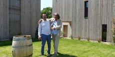 Fabrice Bonmarchand et Rudy Ricciotti, devant le nouveau chai du Mas de l'Oncle