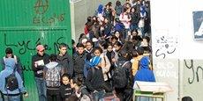 Le secteur de l'enseignement vit depuis plusieurs semaines au rythme d'un bras de fer entre gouvernement et syndicats. Conséquence : les élèves du secondaire passeront les devoirs de synthèse du second semestre du 14 au 26 mai 2018 dans le cadre de deux semaines bloquées avec suspension des cours.