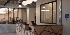 Dans son bâtiment de 2.600 mètres carrés, la pépinière d'entreprises FAR dispose de 4 studios son et vidéo, d'un espace réservé au storytelling et aux résidences d'artistes, d'un espace showroom, de 10 salles de réunion et de bureaux à la carte - postes de travail flexibles, attitrés ou privatifs.