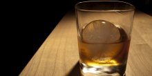 Verre d'alcool (whiskey, whisky). Drinking on the job part 2: bourbonnn. Par austin.happel. Via Flickr CC License by.