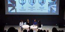 L. Avril (MuMo), M.-S. Piard (Artevia) et A.-C. Lienhardt (Fondation Total), participantes au débat modéré par P. Cayla (L'Art en Direct)