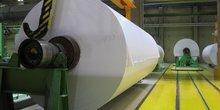 Rouleau de papier à l'usine UPM-Kymmene de Kaukas, Lappeenranta, Finlande