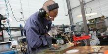 Dans l'industrie, les chefs d'entreprise tablent sur une réduction des effectifs de -1,2%