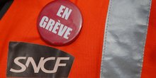 Menace de greve a la sncf, le gouvernement appelle au dialogue