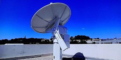 La station TT&C offerte par l'équipementier français Zodiac Data Systems, est installée sur le toit du Centre spatial universitaire de Montpellier